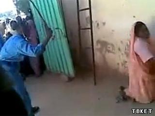 В Судане женщину избили плетью за пользование автомобилем